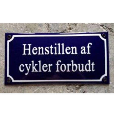 Emaljeskilt med teksten Henstilling af cykler forbudt