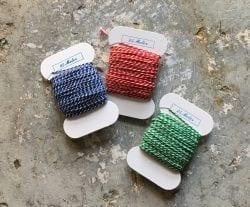 Pølsesnor til gaveindpakning - 3 farver rød/hvid, blå/hvid og grøn/hvid