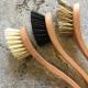 Opvaskebørster med naturbørster og træskaft
