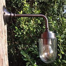 Klassisk udendørslampe med syltetøjsglas